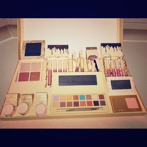 Other - Kylie Jenner Take Me On Vacation Makeup Set